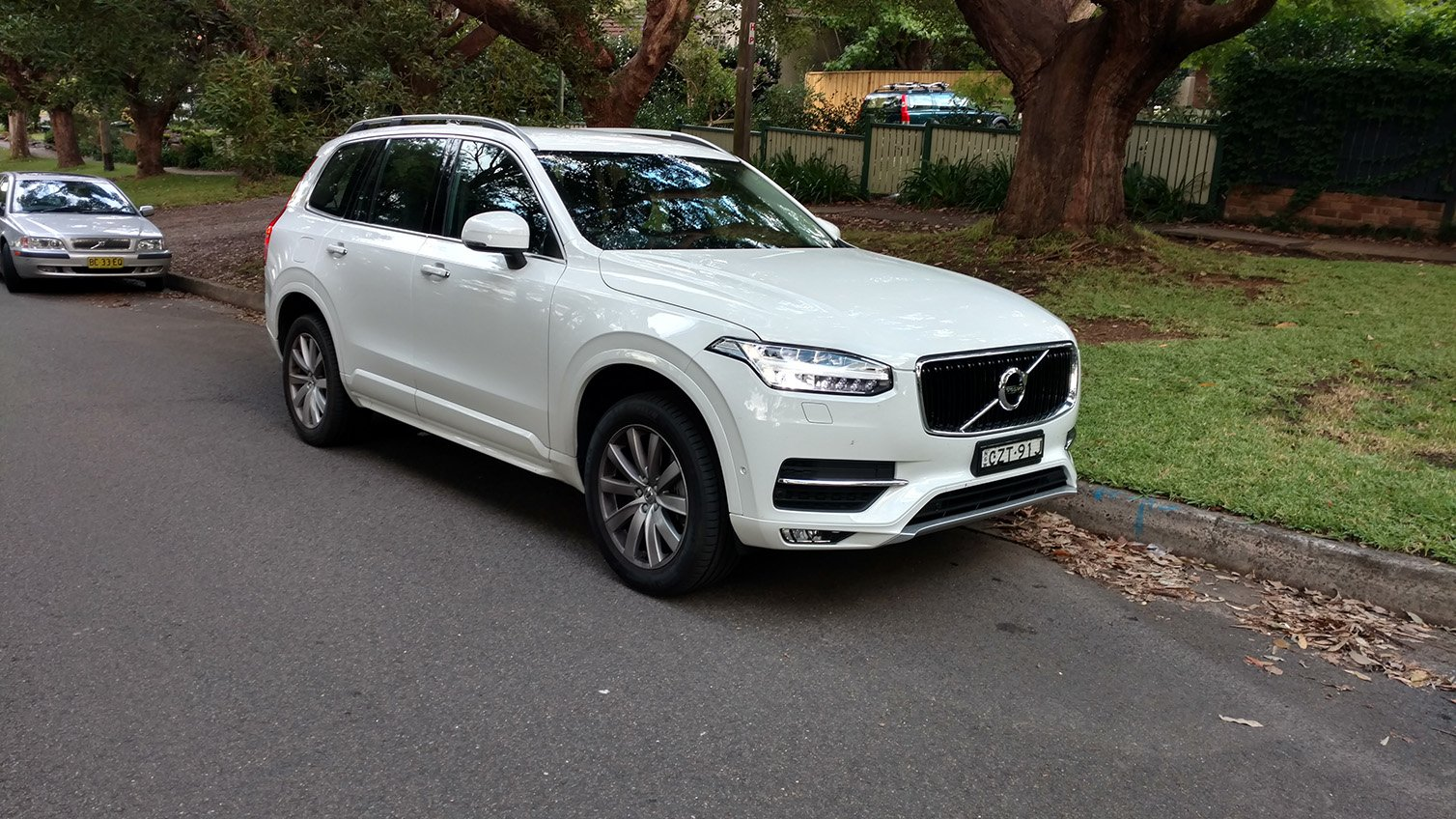 auto review 2016 volvo xc90 t6 momentum exhaust notes australia. Black Bedroom Furniture Sets. Home Design Ideas