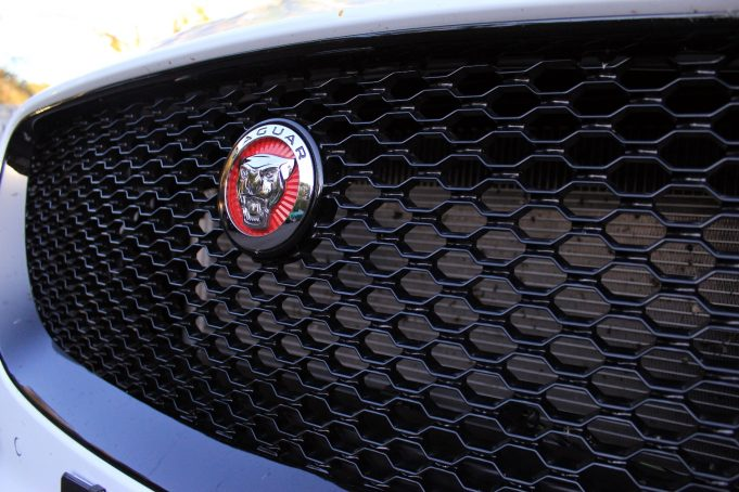 2017 Jaguar F PACE R Sport