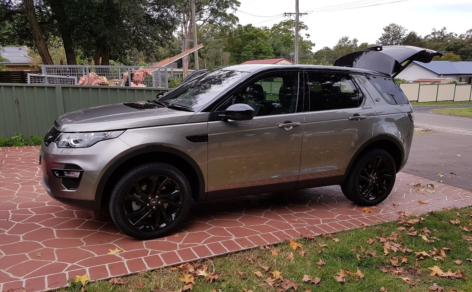 auto review 2017 land rover discovery sport hse td4150 exhaust notes australia. Black Bedroom Furniture Sets. Home Design Ideas