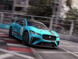 2018 Jaguar i-Pace set to race
