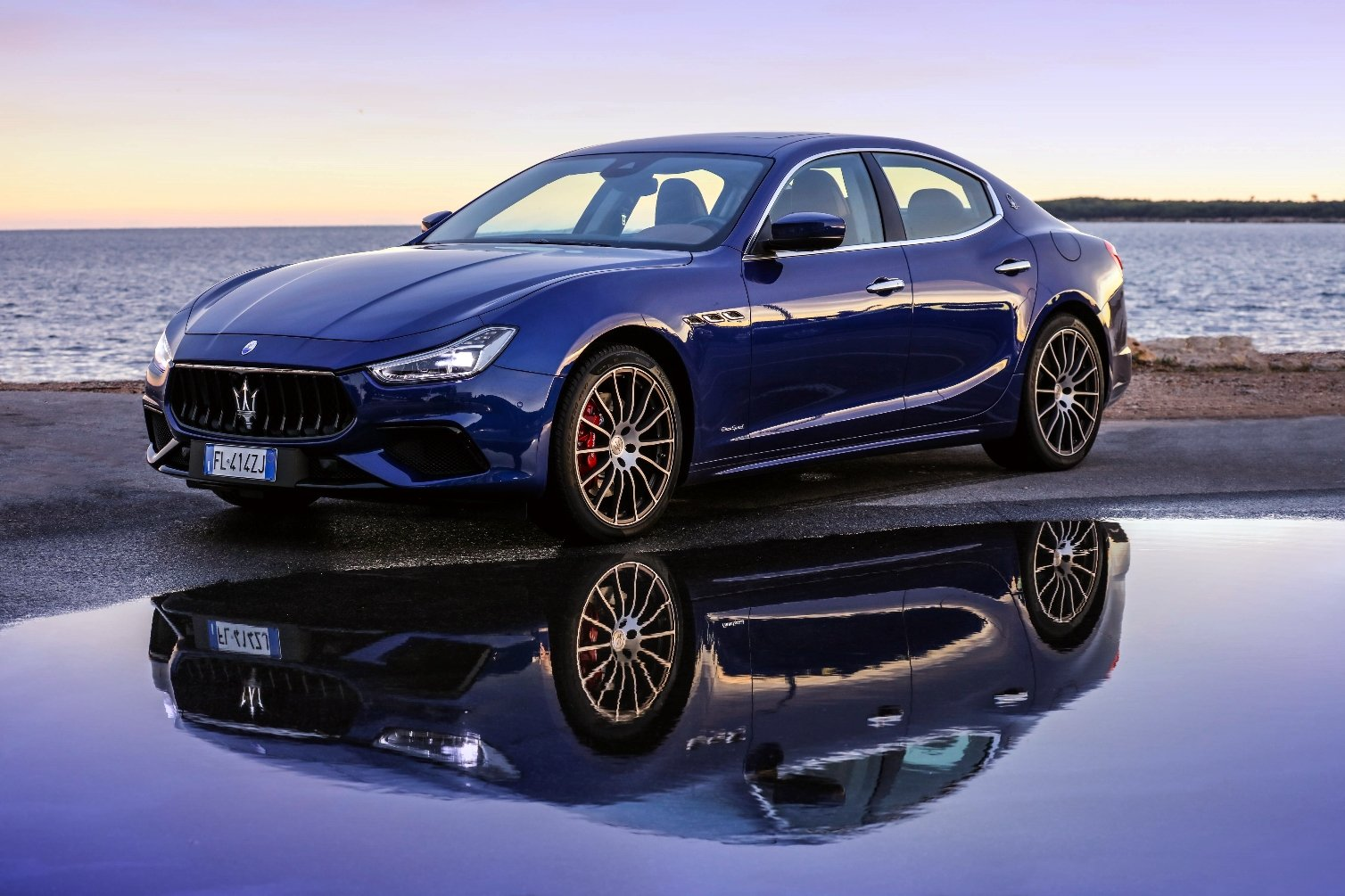 maserati boosts ghibli styling and performance for 2018. Black Bedroom Furniture Sets. Home Design Ideas
